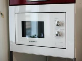Открытие дверцы микроволновой печи Maunfild в любом режиме