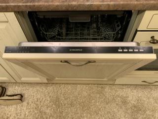 Луч на полу в посудомойках Маунфилд